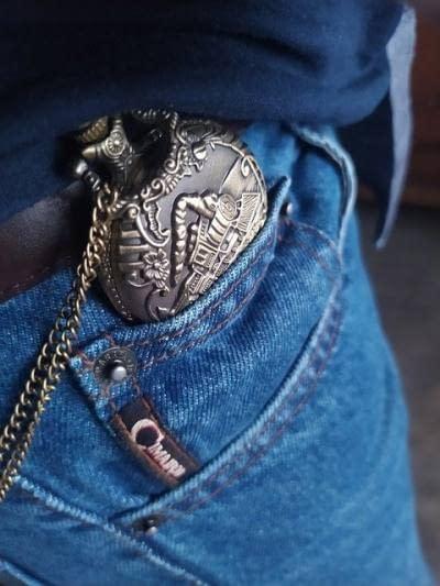 ¿Cómo llevar un reloj de bolsillo correctamente? 2