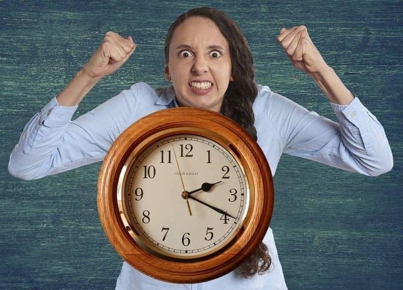 ¿Qué hacer para que un reloj de pared no suene?
